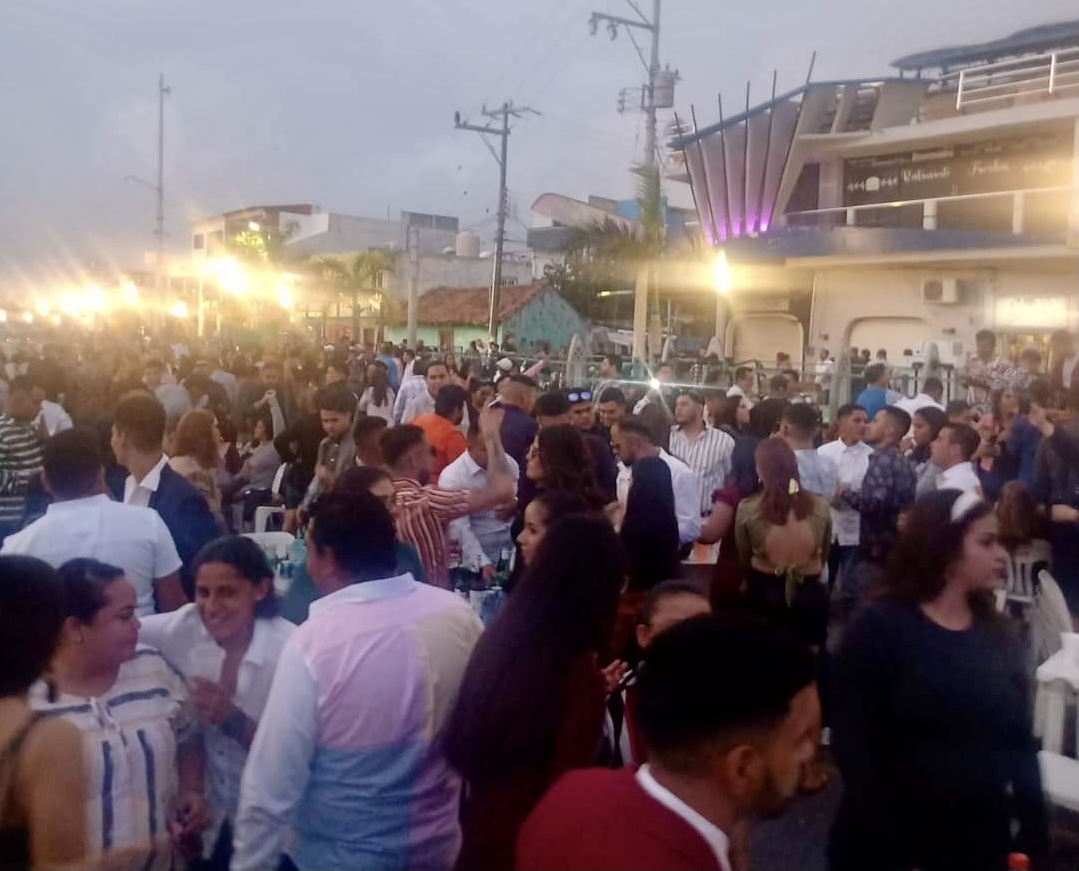 Ayuntamiento de Alvarado omitió recomendación sanitaria: permitió aglomeración de personas en el malecón