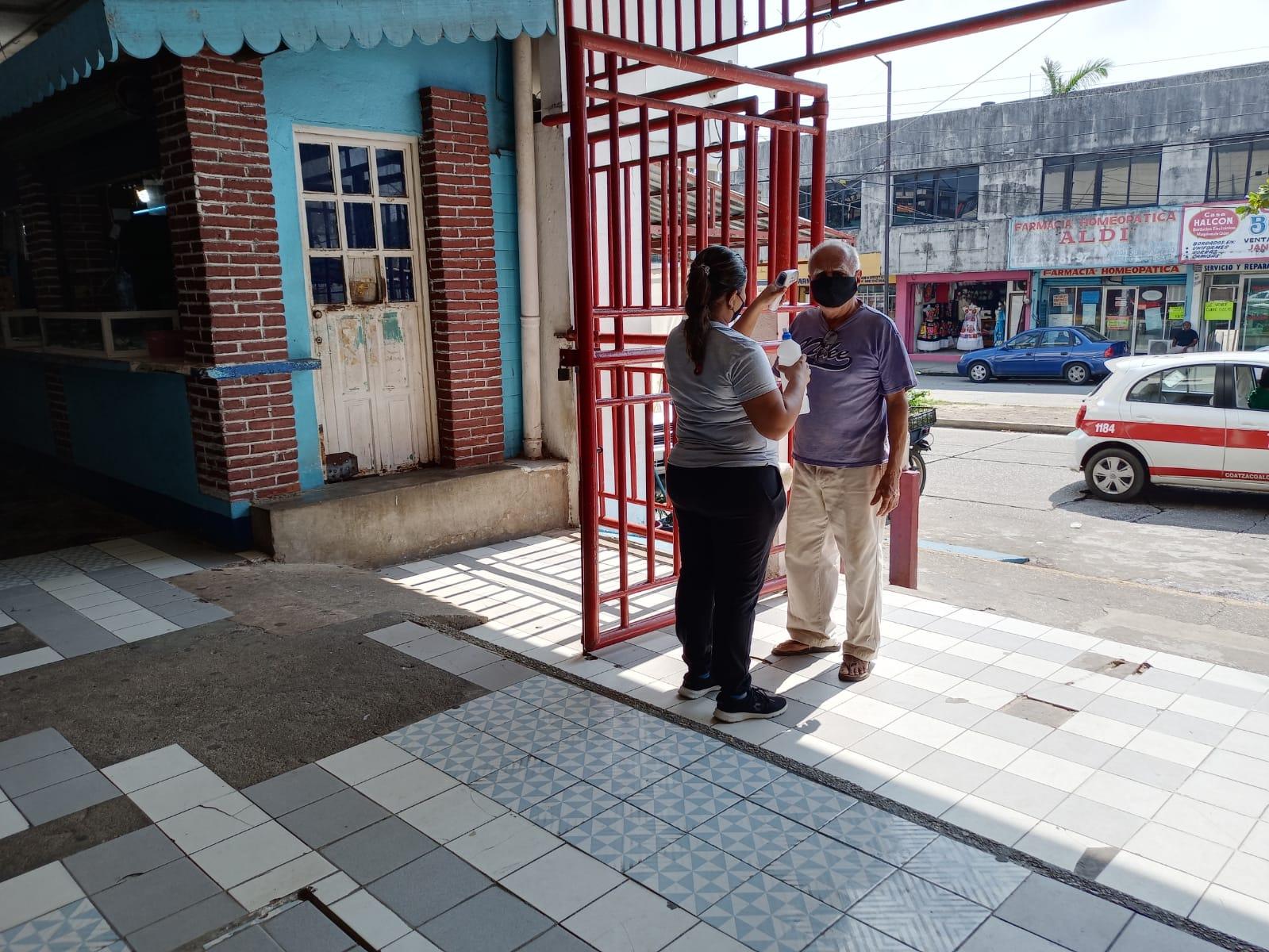 En el mercado Constitución de Coatzacoalcos, aplican medidas sanitarias para evitar contagios