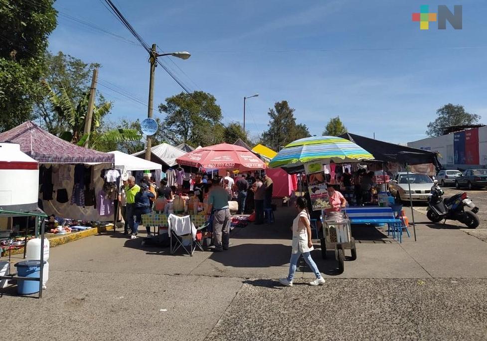 Comerciantes semifijos en Xalapa han visto una baja del 50 % en sus ventas