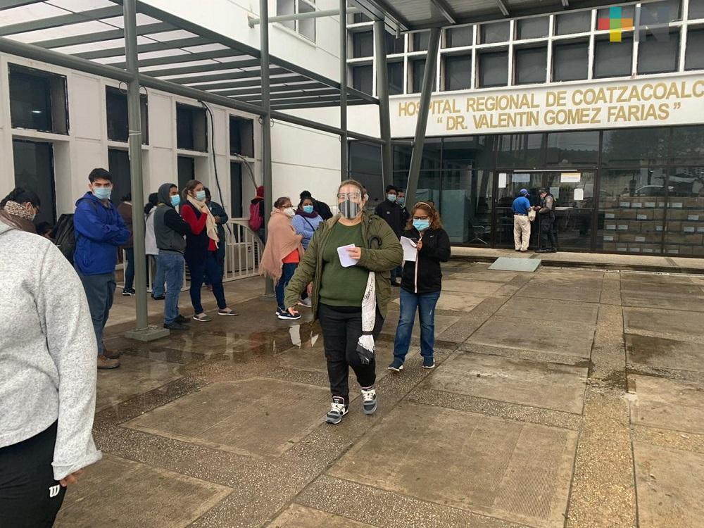 Ponen vacuna contra COVID-19 a personal del Hospital Regional de Coatzacoalcos