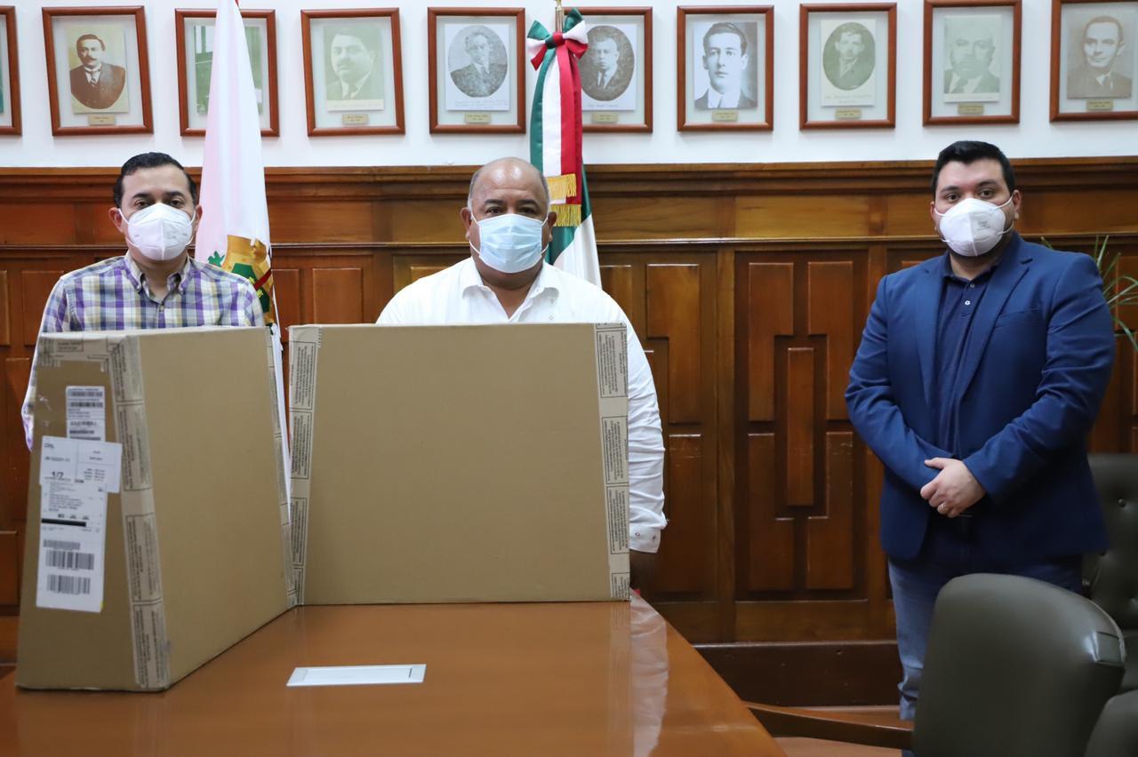 Entregó el secretario de Gobierno, Eric Cisneros, equipo para Radiotelevisión de Veracruz