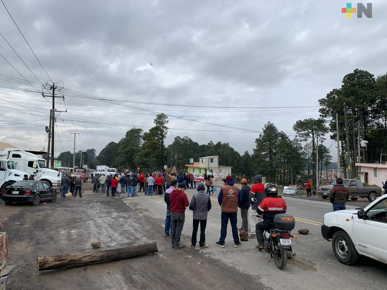Continúa tomada la carretera Xalapa-Perote