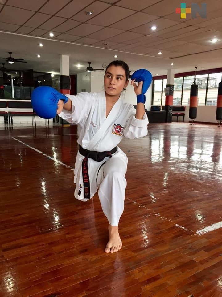 Karatecas veracruzanos compartieron entrenamiento con campeón mundial