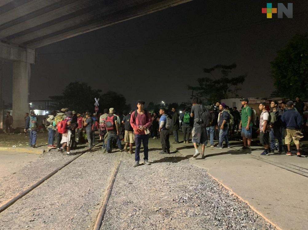 Sin respetar medidas sanitarias llegan cientos de migrantes a Coatzacoalcos