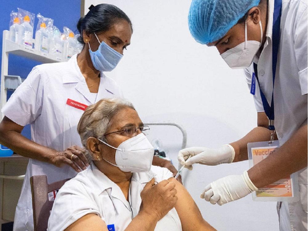 OMS pide a farmacéuticas compartir licencias de sus vacunas