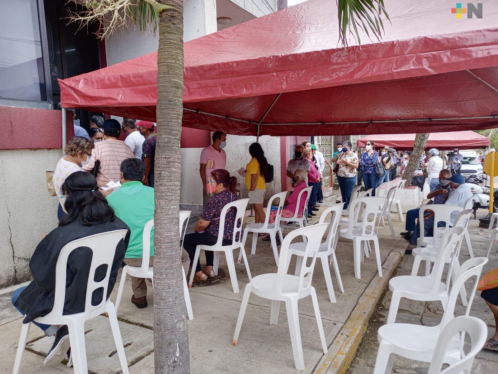 Desde temprana hora, ciudadanos acudieron a pagar predial en Coatzacoalcos