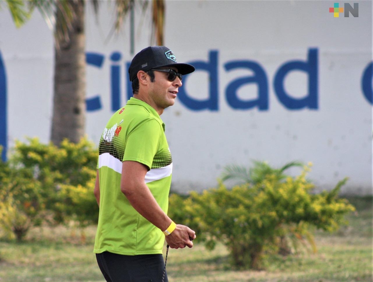 Eugenio Chimal trabaja con el futuro del triatlón mexicano