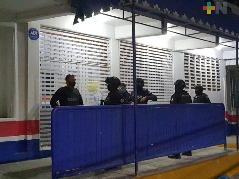 Policía municipal de Coatzacoalcos detiene a presunto delincuente y recupera vehículo robado