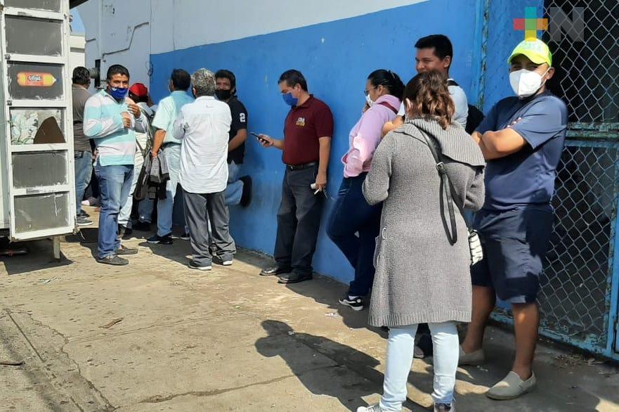 Largas filas en Tránsito Municipal de Veracruz por fallas en sistema de cobro de infracciones