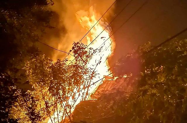 Cohete provocó que una palapa se incendiara, en Coatzacoalcos