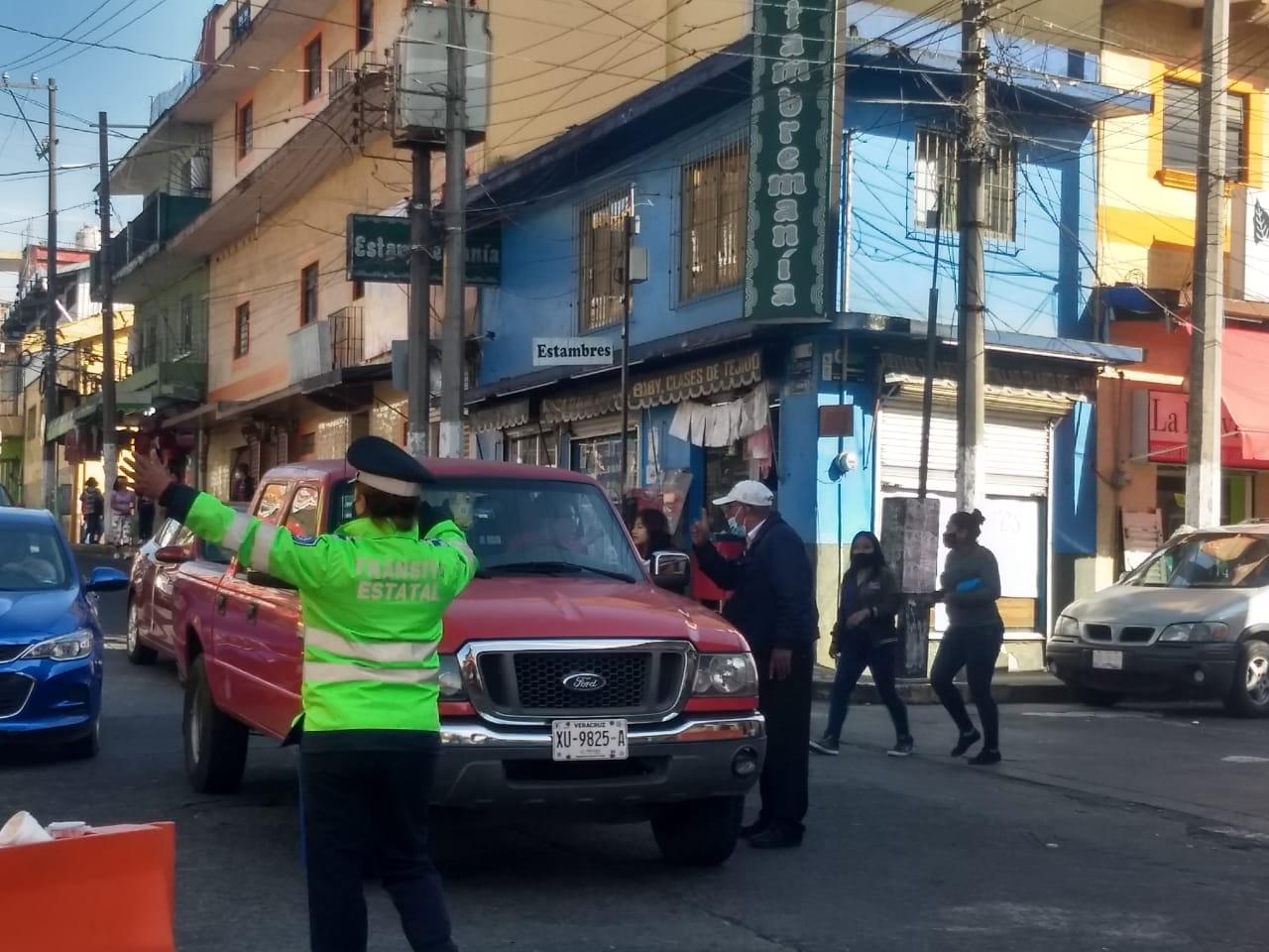 Tránsito fue flexible en filtros ubicados en el centro de Xalapa tras petición de comerciantes
