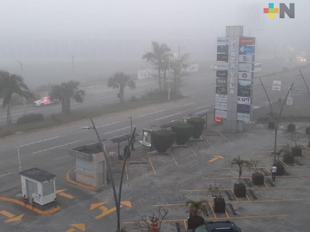 Zona Veracruz-Boca del Río amanece con densa niebla, temperaturas fresca y ambiente húmedo