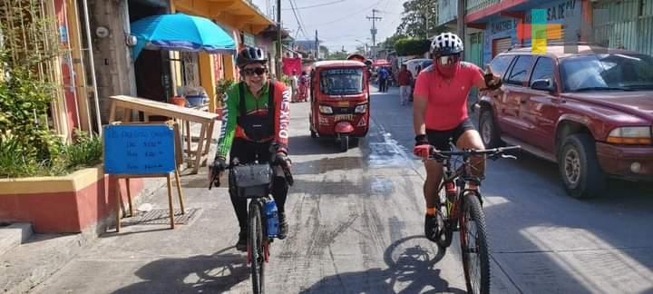 Realizan recorrido de Cosoleacaque a Salina Cruz, en bicicleta
