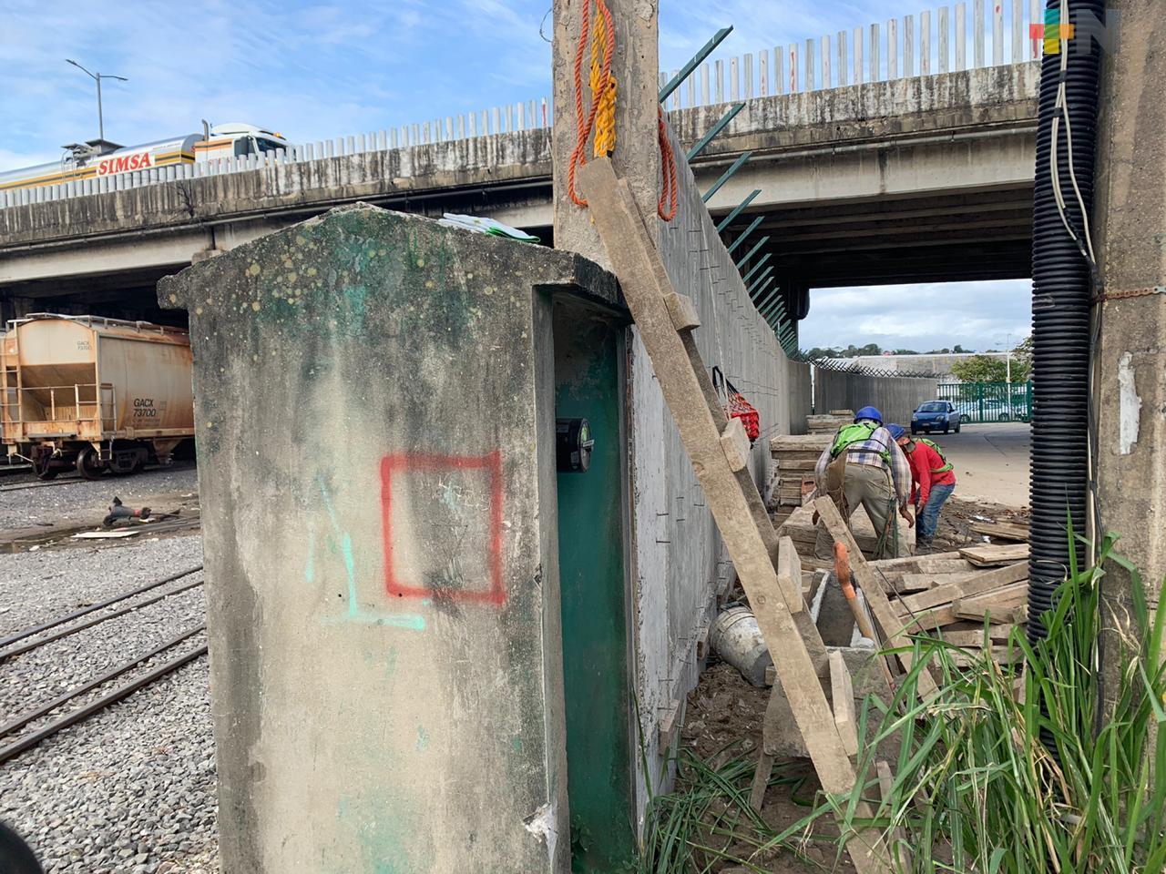 Empresa Ferrosur concluirá  barda debajo del puente Jorobas, en Coatzacoalcos