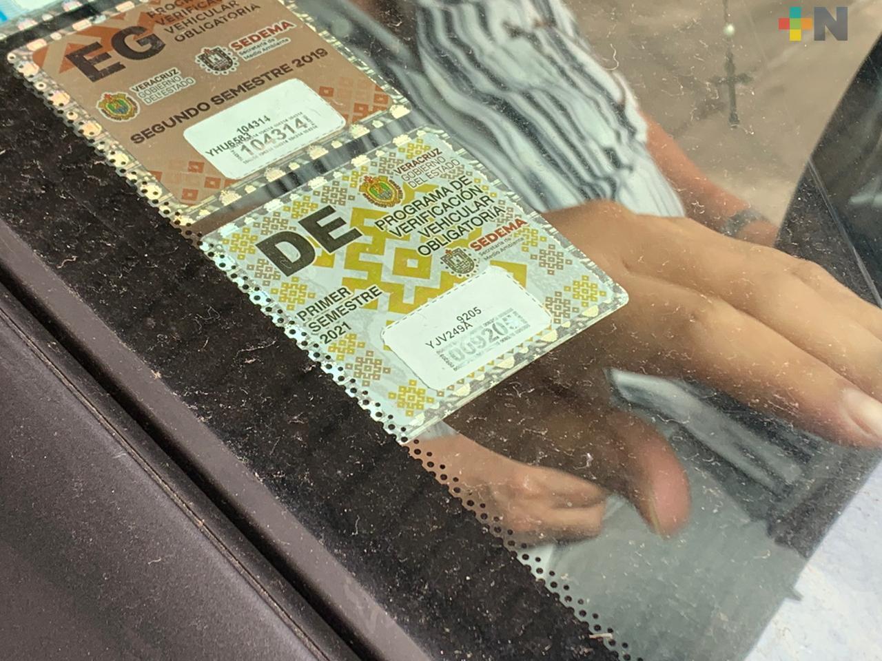Empiezan a llegar engomados de verificación vehicular a Coatzacoalcos