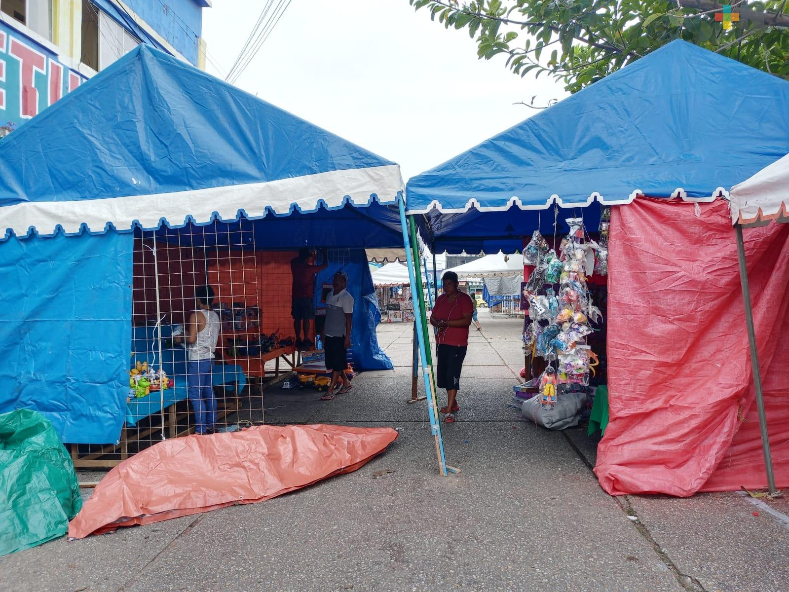 Comerciantes se instalan con motivo de la visita de los Reyes Magos