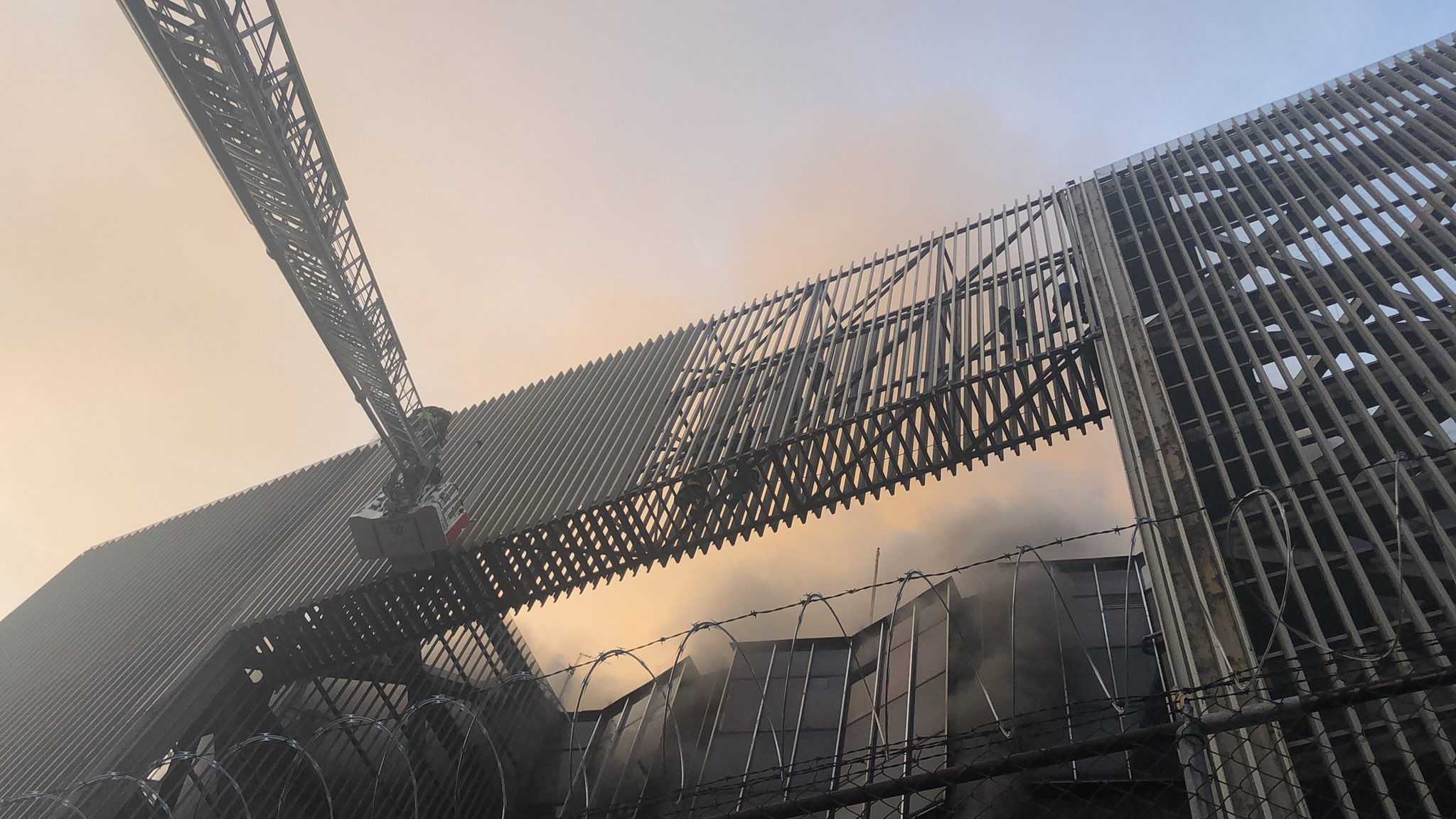 Controlado el incendio en subestación del Metro CDMX