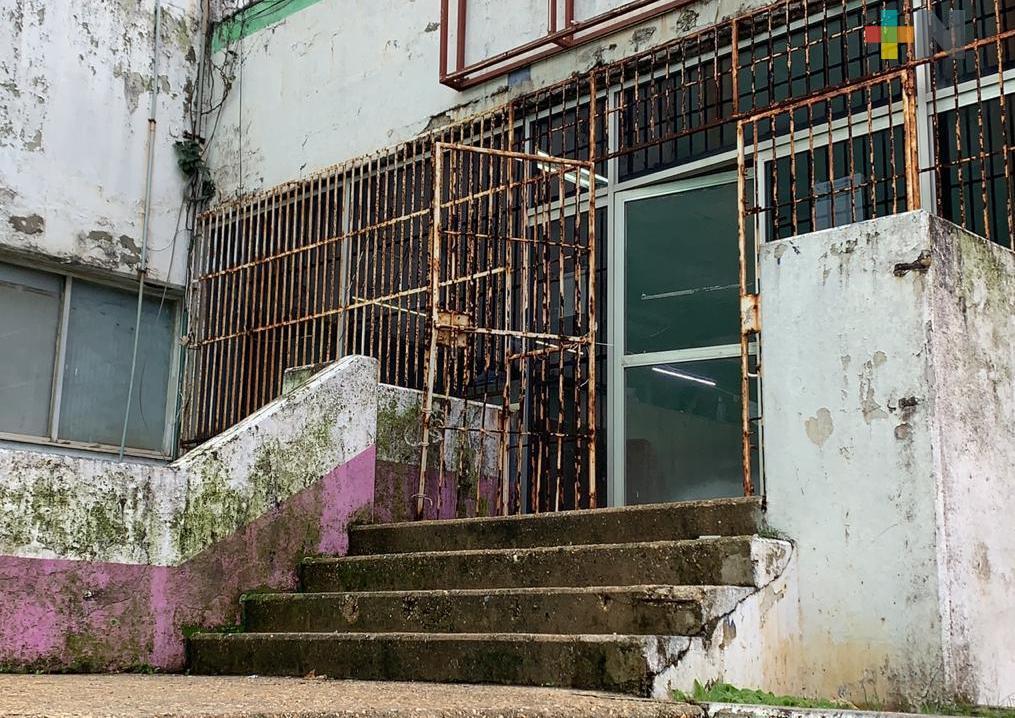 Correos de México en Coatzacoalcos está en malas condiciones por recortes presupuestales