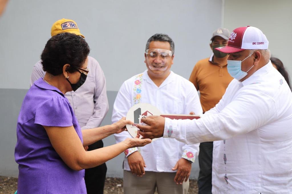 Entregó Eric Cisneros 232 cuartos-dormitorios en la Cuenca del Papaloapan
