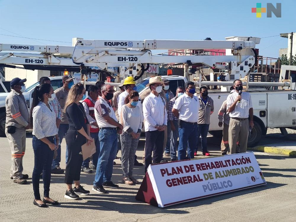 Ayuntamiento de Coatzacoalcos inició programa de rehabilitación de luminarias