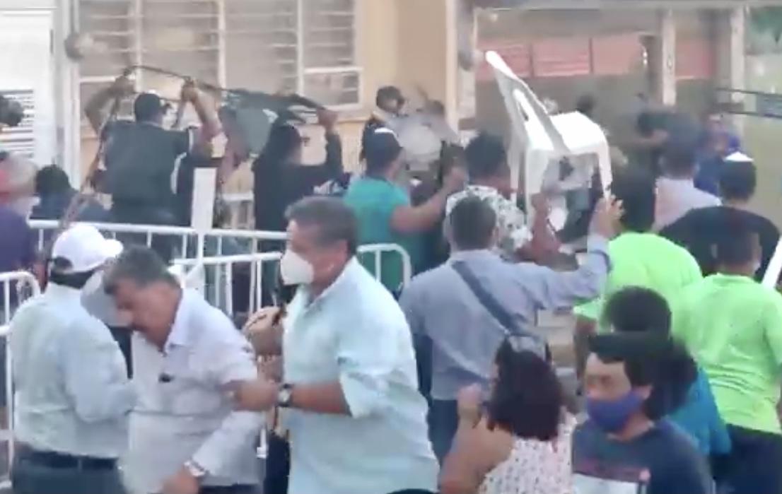 Panistas se enfrentaron en el puerto de Veracruz; acusaron a seguidores de Yunes Márquez de iniciar la reyerta