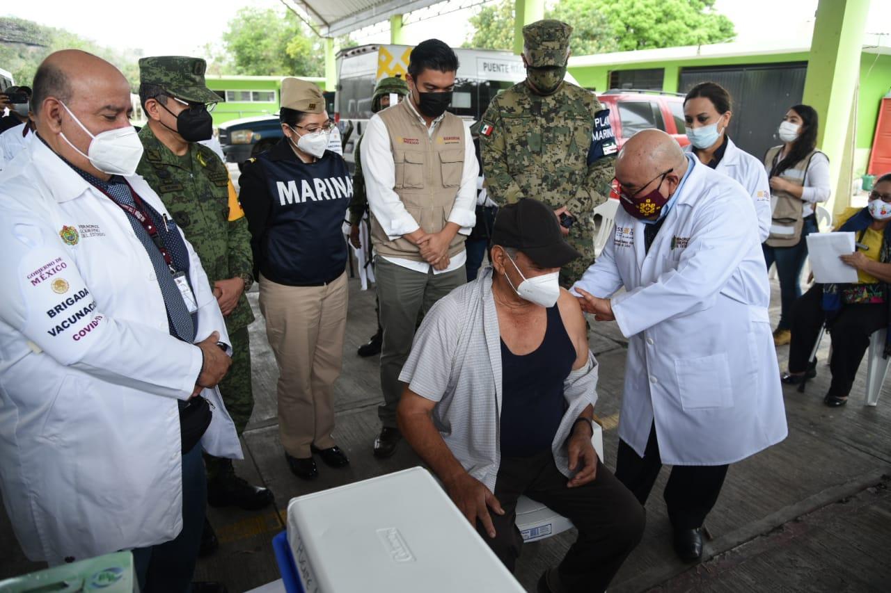 Abuelito de 73 años residente de Puente Nacional, el primero en recibir la vacuna contra covid en Veracruz