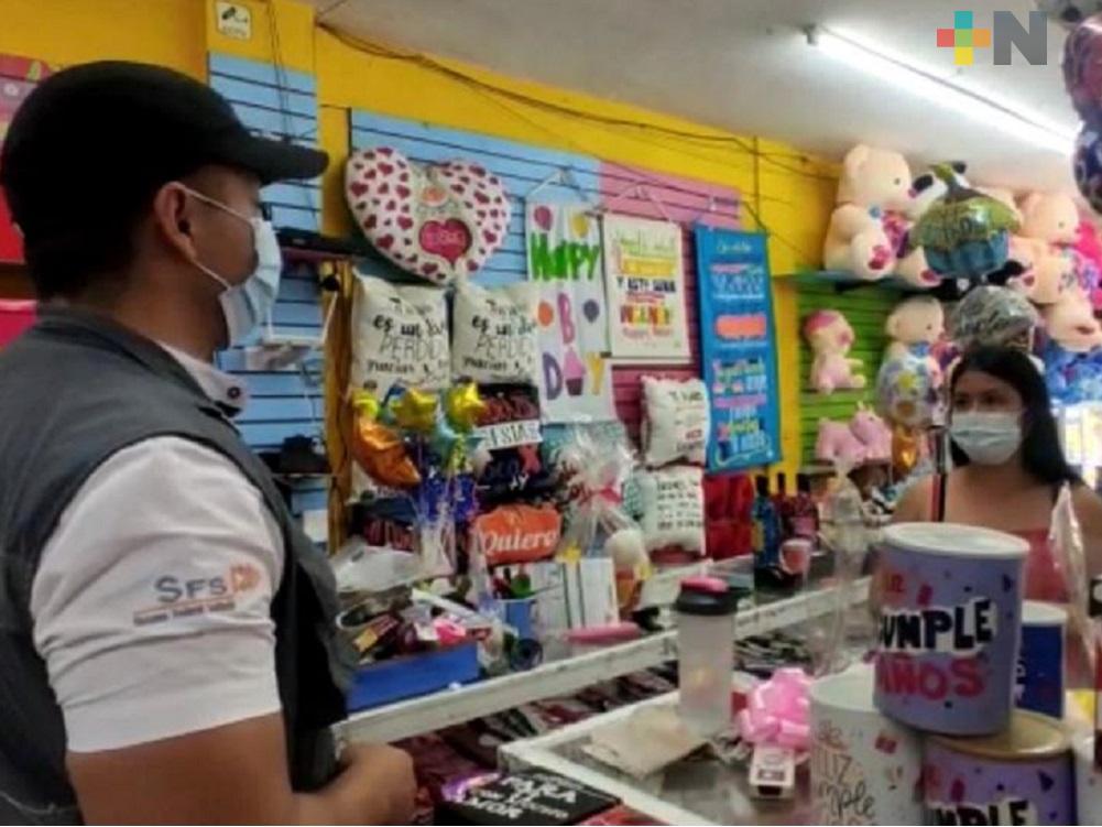 En Coatzacoalcos, personal de Salud visita comercios en vísperas del 14 de febrero
