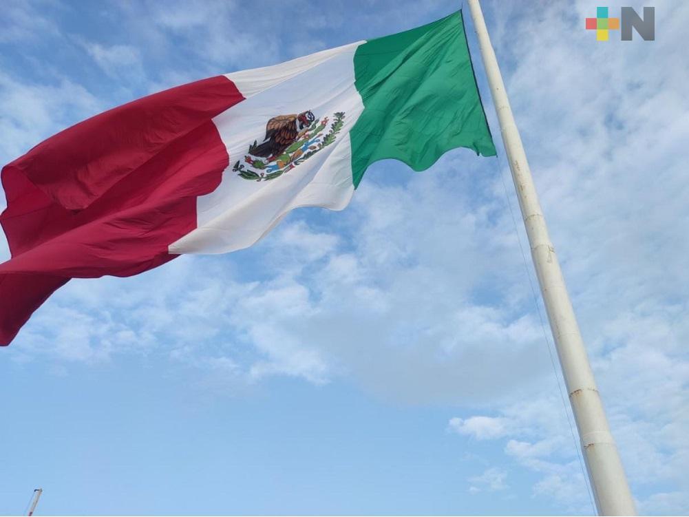 En Coatzacoalcos realizaron ceremonia del Día de la Bandera