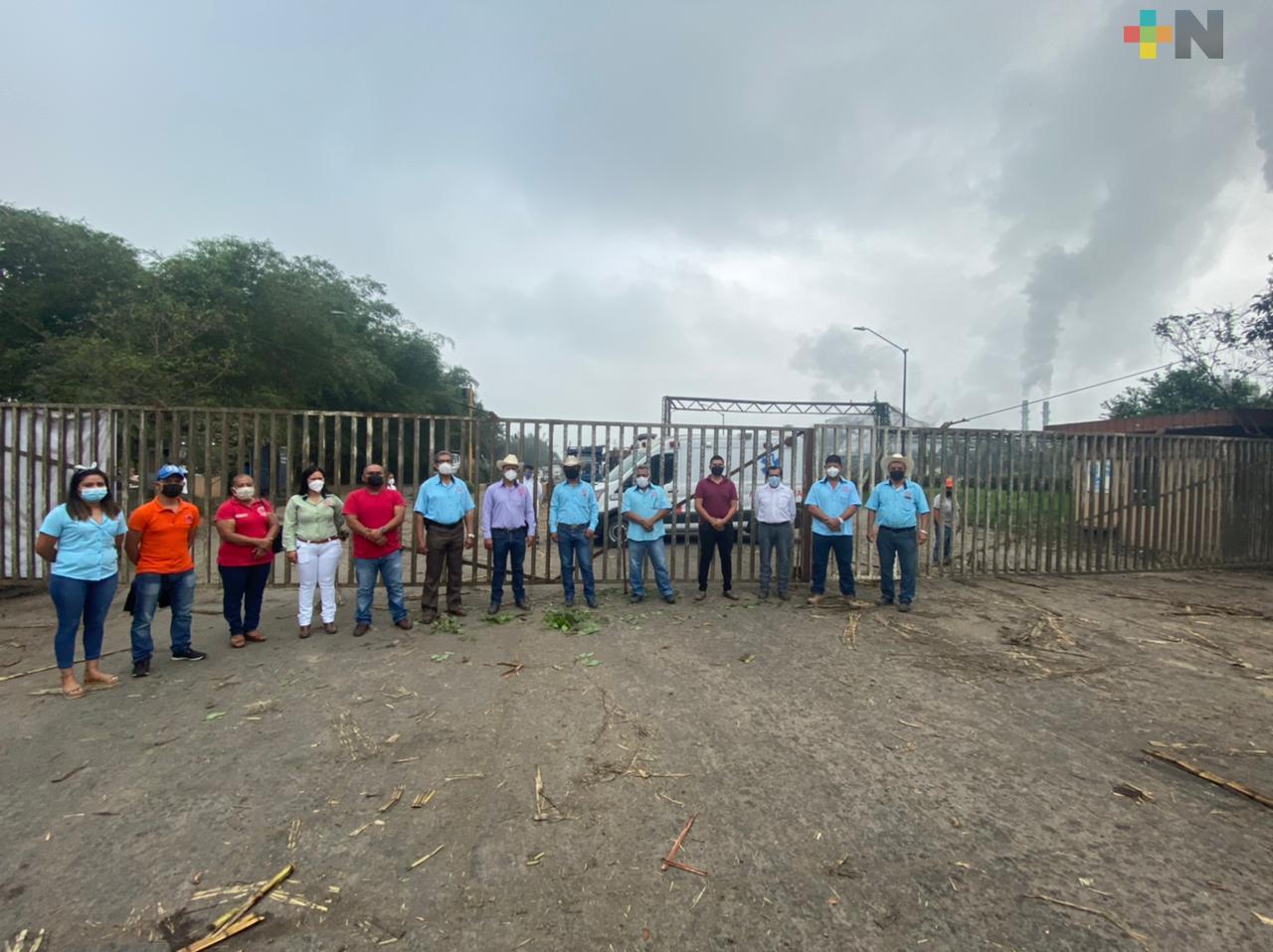 Cañeros bloquean acceso a bodegas de azúcar