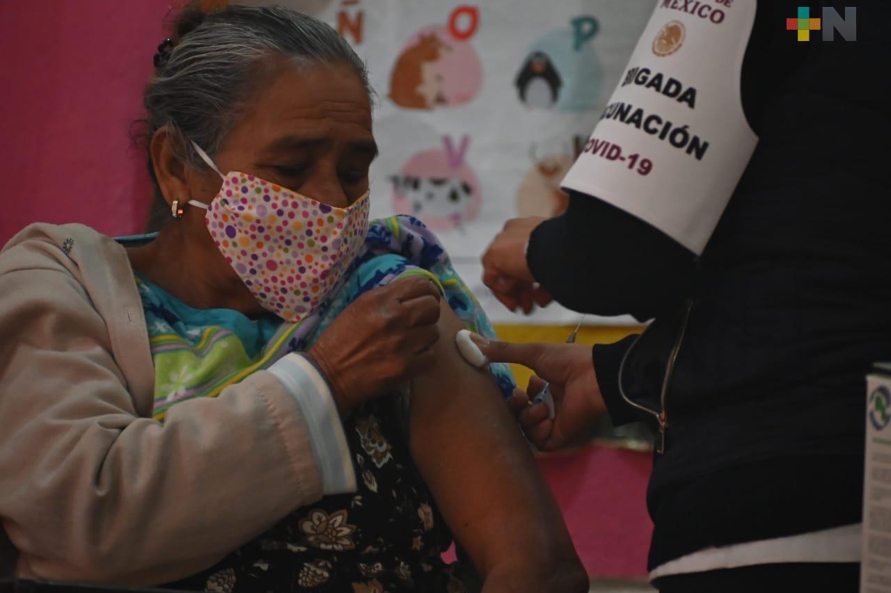 Más de 100 vacunas anti-covid se aplican diariamente a adultos mayores en Platón Sánchez