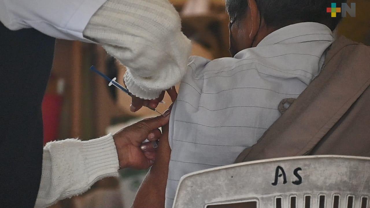 Inicia vacunación de adultos mayores en Platón Sánchez
