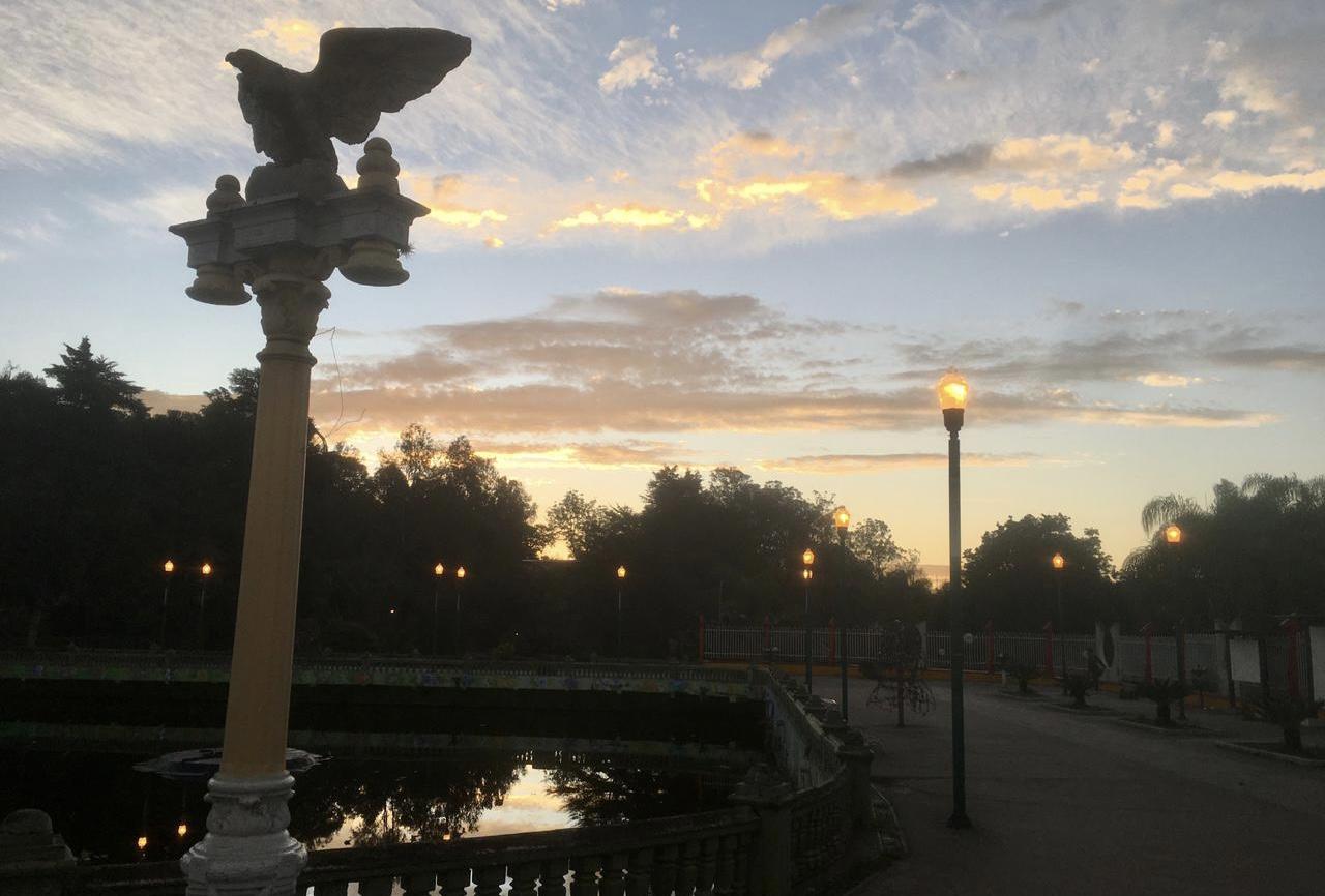 Xalapa, amanecer en el paseo de Los Lagos