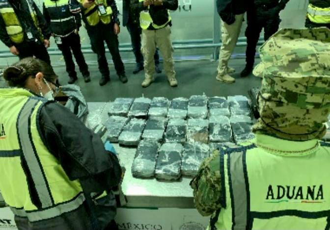 Incautan más droga en aeropuerto de la Ciudad de México