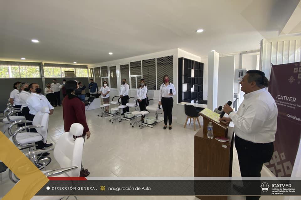 Icatver de Xalapa inauguró aula de belleza para capacitación de sus estudiantes