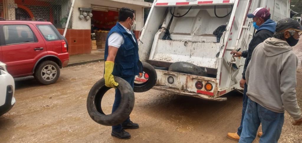 Recolectan dos toneladas de residuos en la colonia Mártires de Chicago de Xalapa
