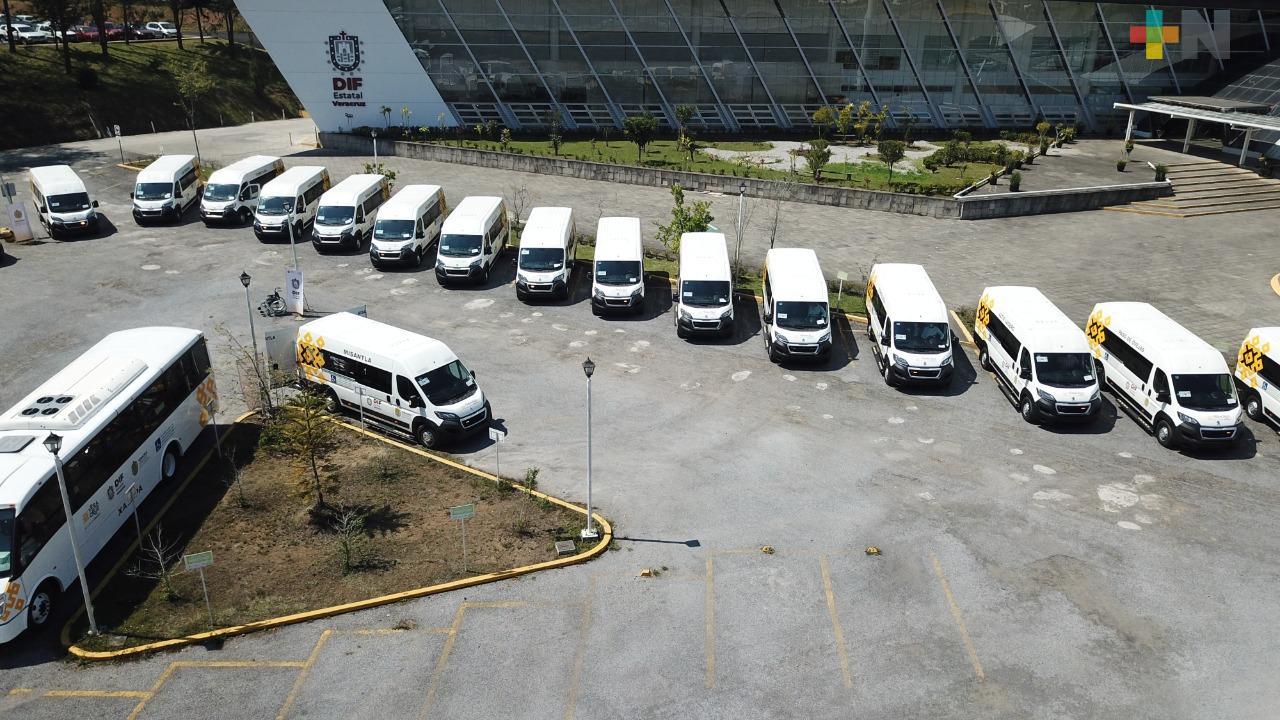 Gobierno del Estado entrega unidades adaptadas a 25 DIF municipales