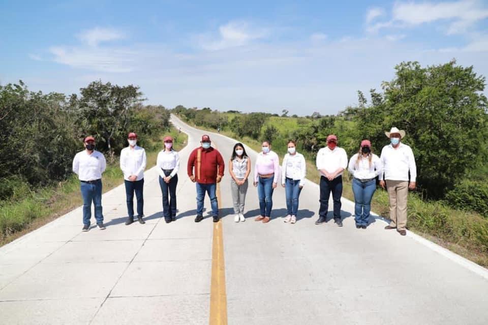 El secretario de Gobierno, Eric Cisneros, entregó obras en el norte de Veracruz