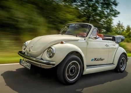Volkswagen convierte el clásico vocho en un auto eléctrico