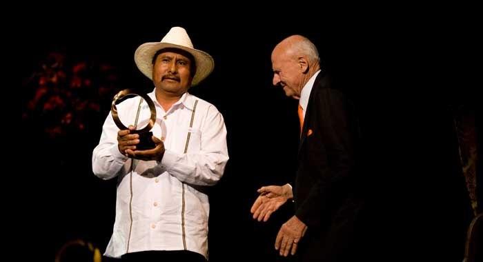 Reforestación en Oaxaca lleva a ecologista mexicano a ganar Premio Nobel Ambiental