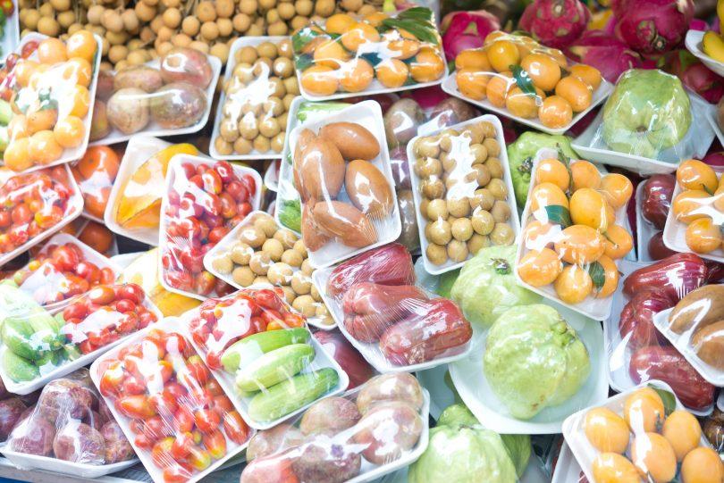 Campaña pretende quitar el plástico de la comida en los supermercados