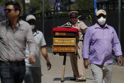 El organillero: profesión en peligro de extinción.