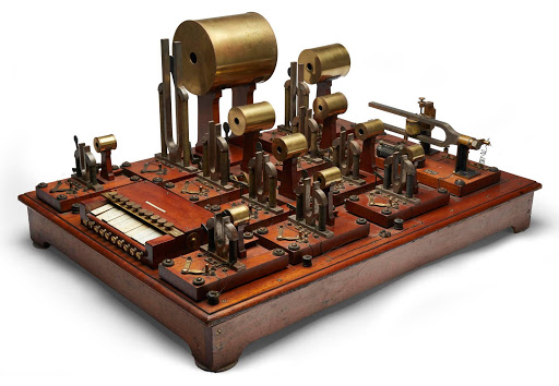 Helmholtz Sound Synthesizer, el primer teclado musical eléctrico de la historia