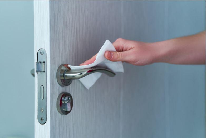Lanzan una manija de puerta que se desinfecta sola para prevenir la propagación del covid-19