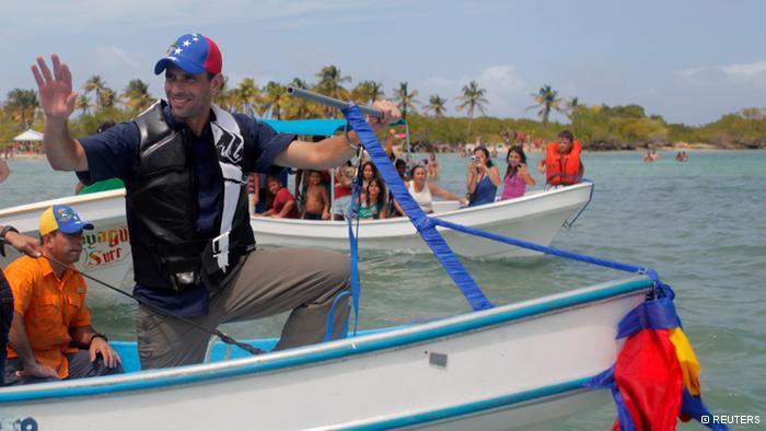"""Capriles promete dejar de """"regalar"""" petróleo a Cuba"""