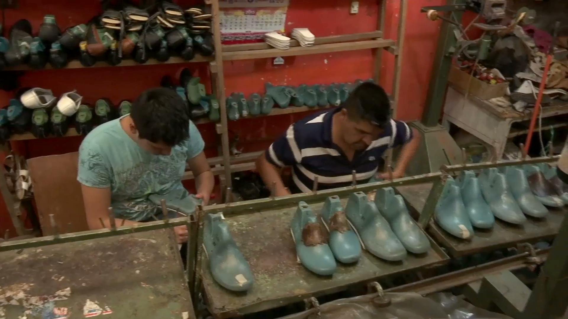 Por pandemia, bajan ventas de productos de calzado y piel en Naolinco