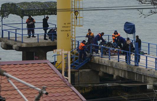 Rusia localiza trozos del avión caído en el Mar Negro