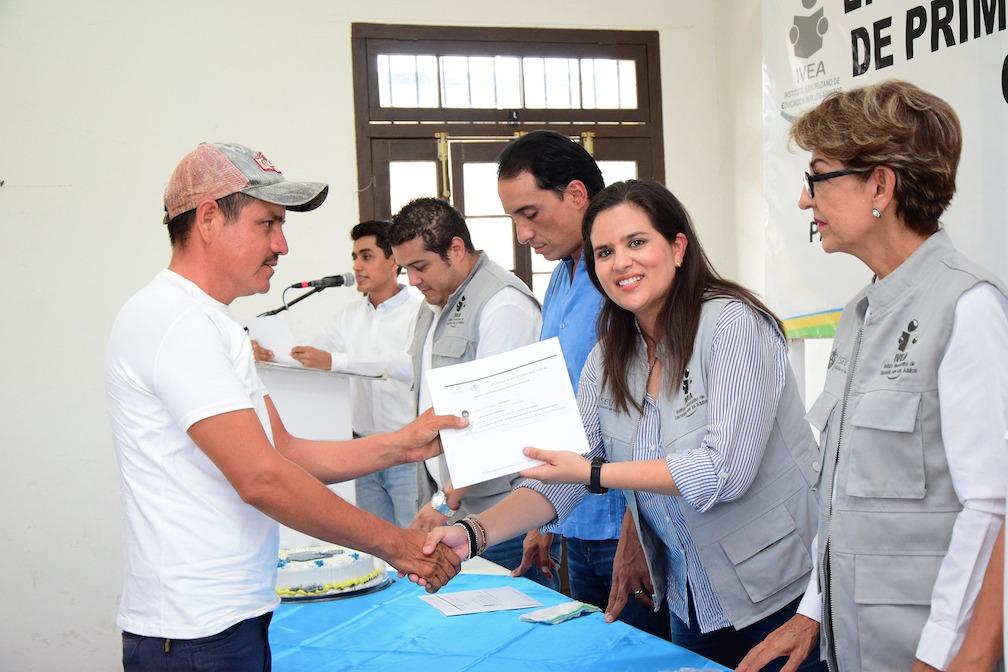 IVEA entrega certificados en Pánuco