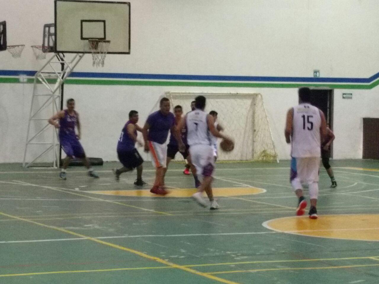 En puerta finales del baloncesto intersemanal de Coatepec