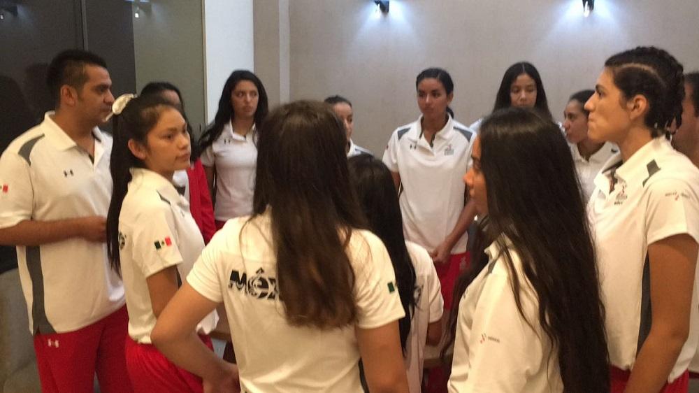 Selección femenil mexicana de voleibol llega a Córdoba para participar en el campeonato mundial sub 20