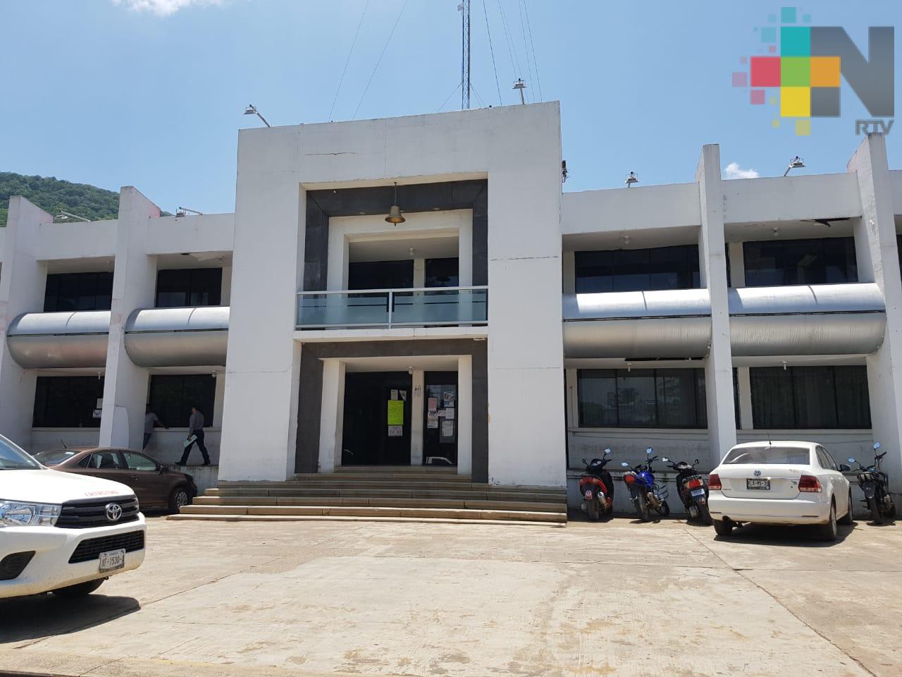 Gobierno del Estado entregó escrituras a tres escuelas del municipio de Tezonapa